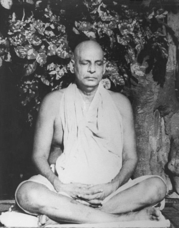 Sivananda-Saraswati-Doing-Meditation